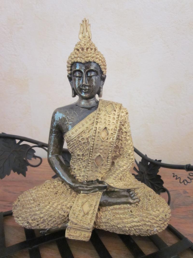 statue bouddha hindou dor e statues bouddhas. Black Bedroom Furniture Sets. Home Design Ideas